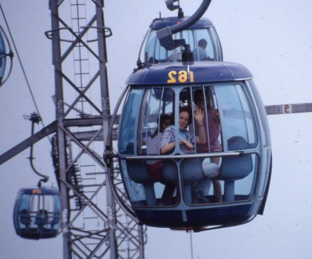 1986 03 09 Ocean Park Miriam on gondolas