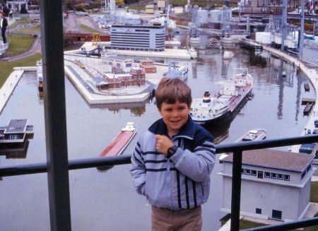 1986 05 Amsterdam Madurodam Joel and harbor