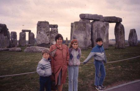 1986 07 Stonehenge Cindi and kids