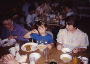 1987-06-pinecrest-camp-ark-joel-eating