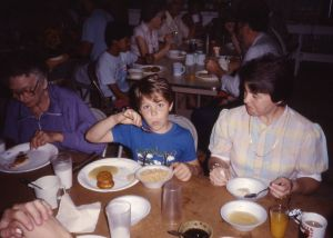 1987-06-pinecrest-camp-ark-joel-eating