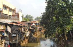 1990 07 Sample of slums around waterways